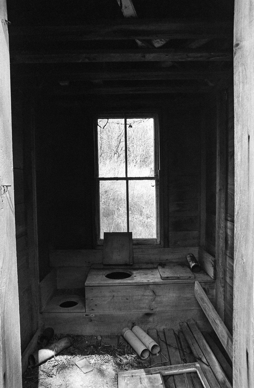 3 holer interior.jpg
