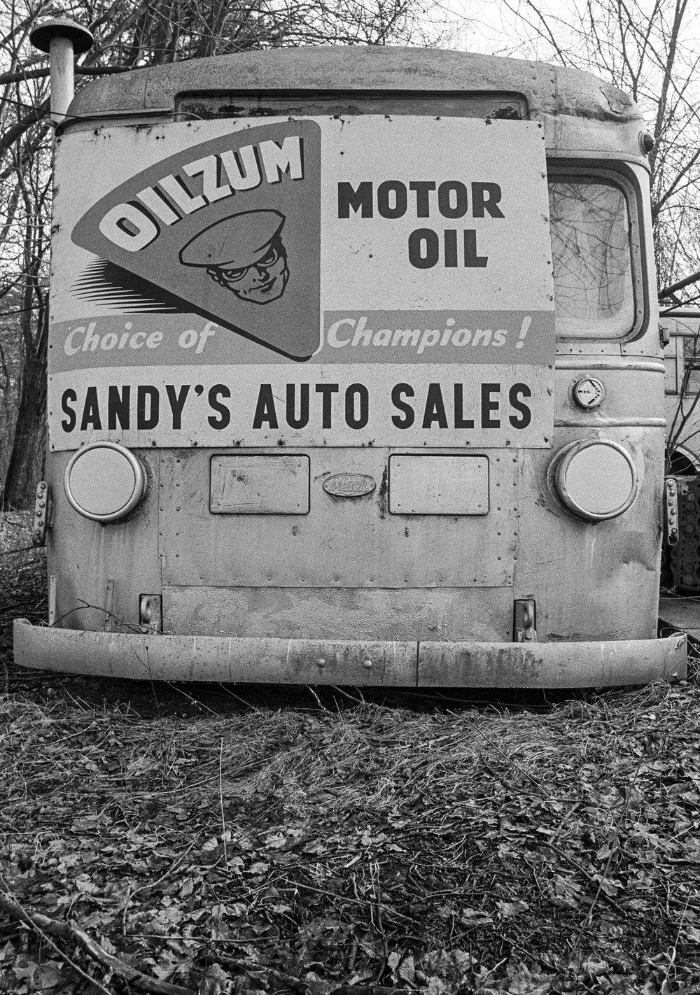 Sandy's Oilzum bus.jpg