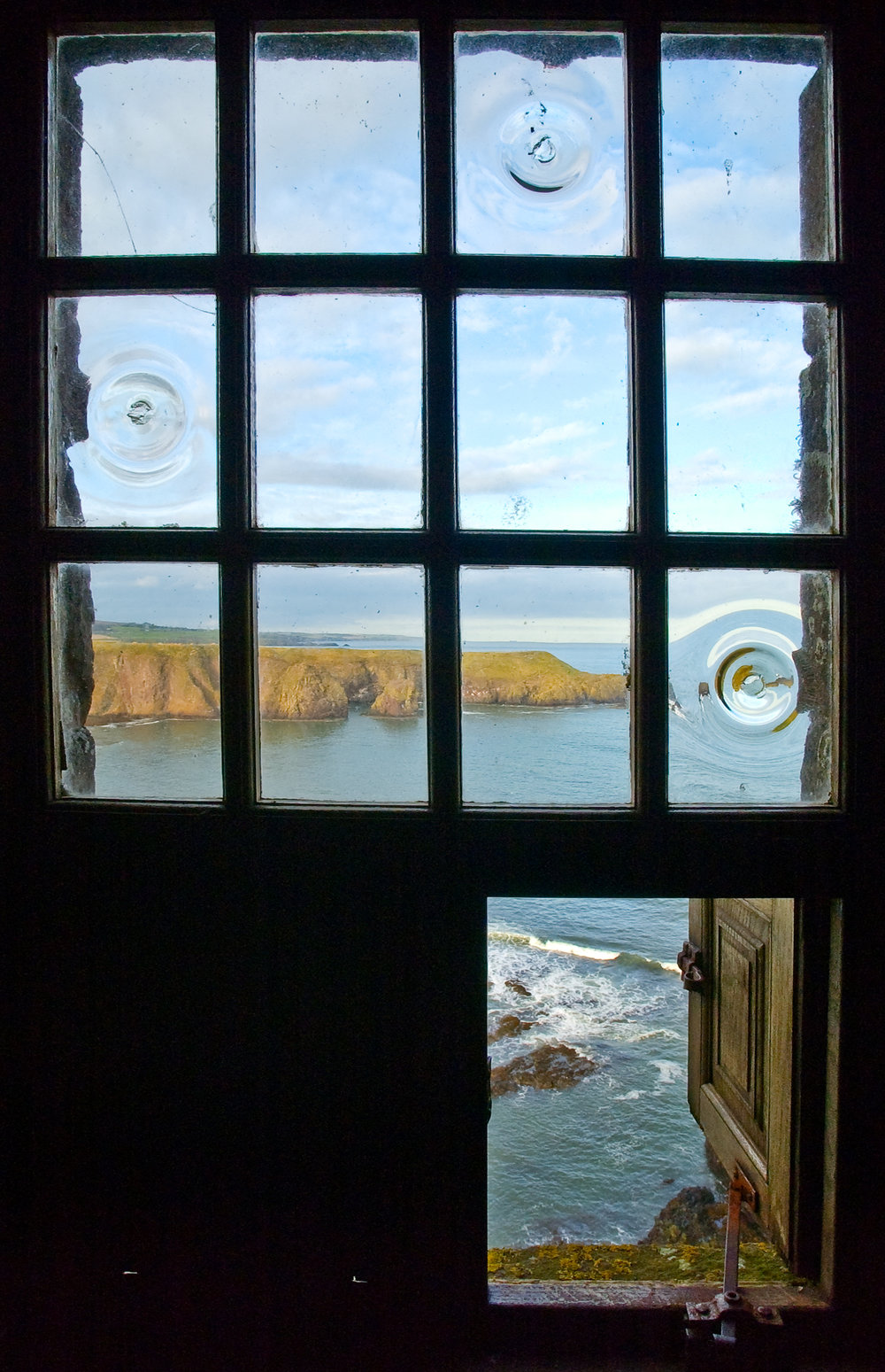 Dunnottar window.jpg