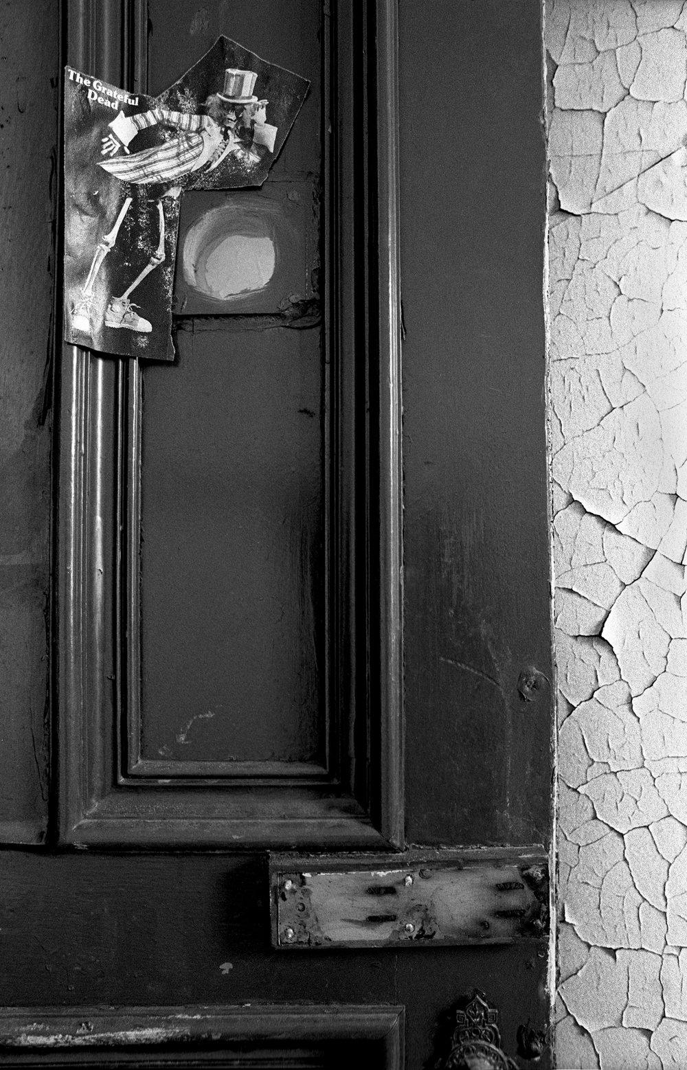 Gtreatful Dead peephole.jpg