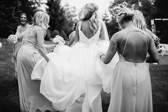 Bridesmaid duty🖤