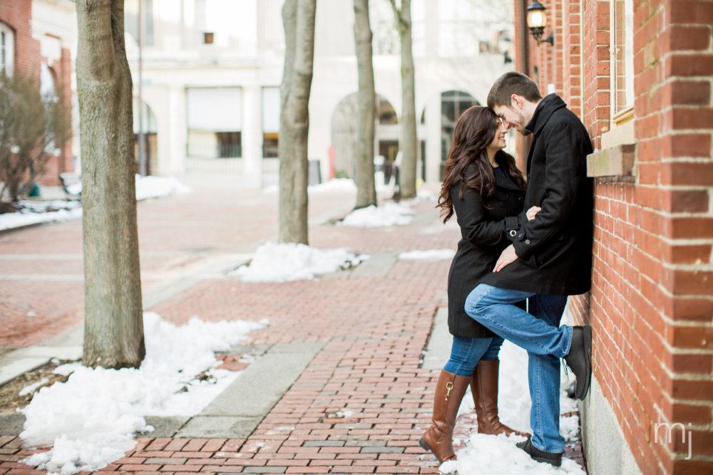 salem-winter-engagement-session-christmas-lights-snow-boston-wedding-photographer-photo--6