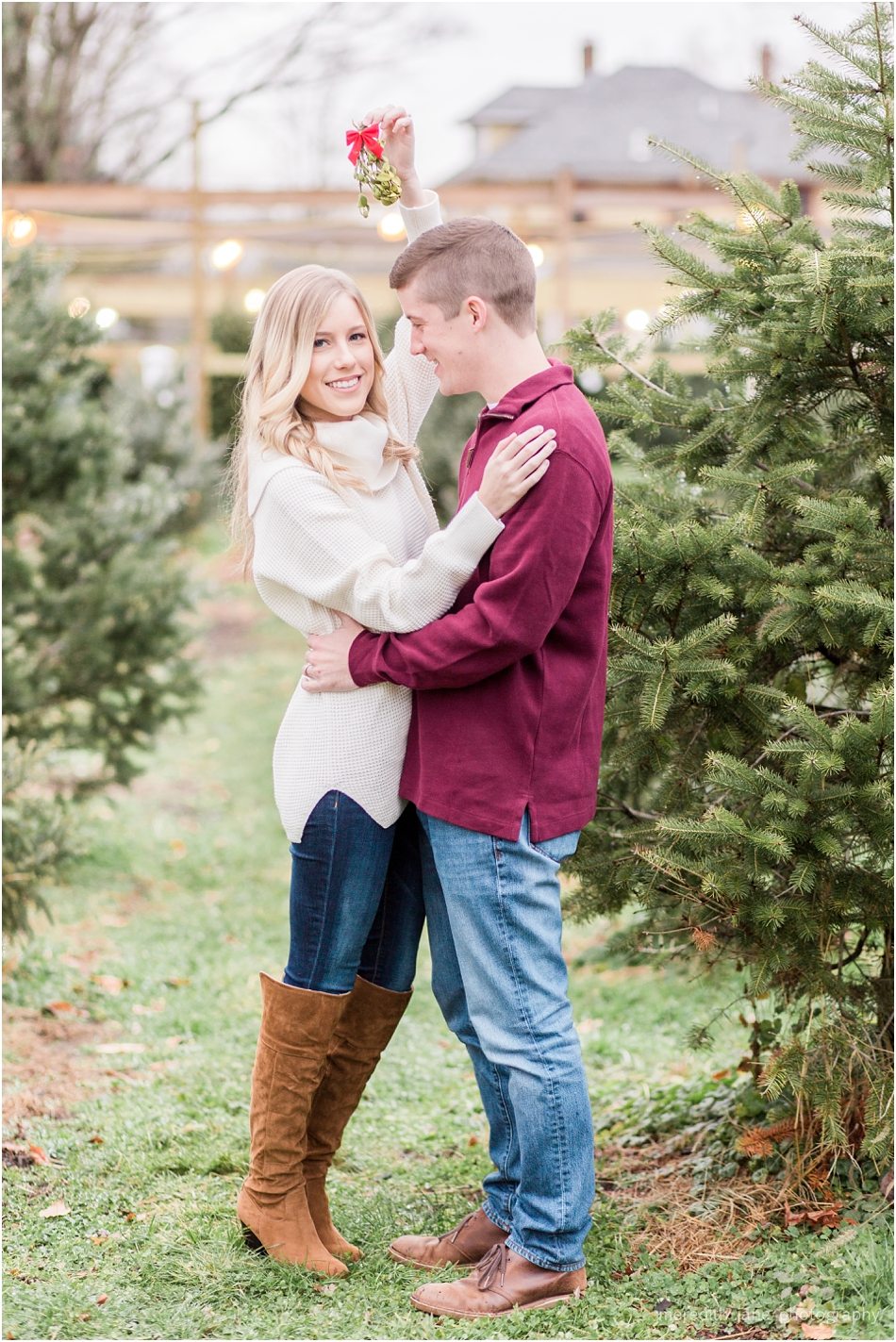 Melissa And Hunter S Christmas Kisses Mistletoe Acres Tree Farm East Bridgewater Ma Meredith Jane Photography