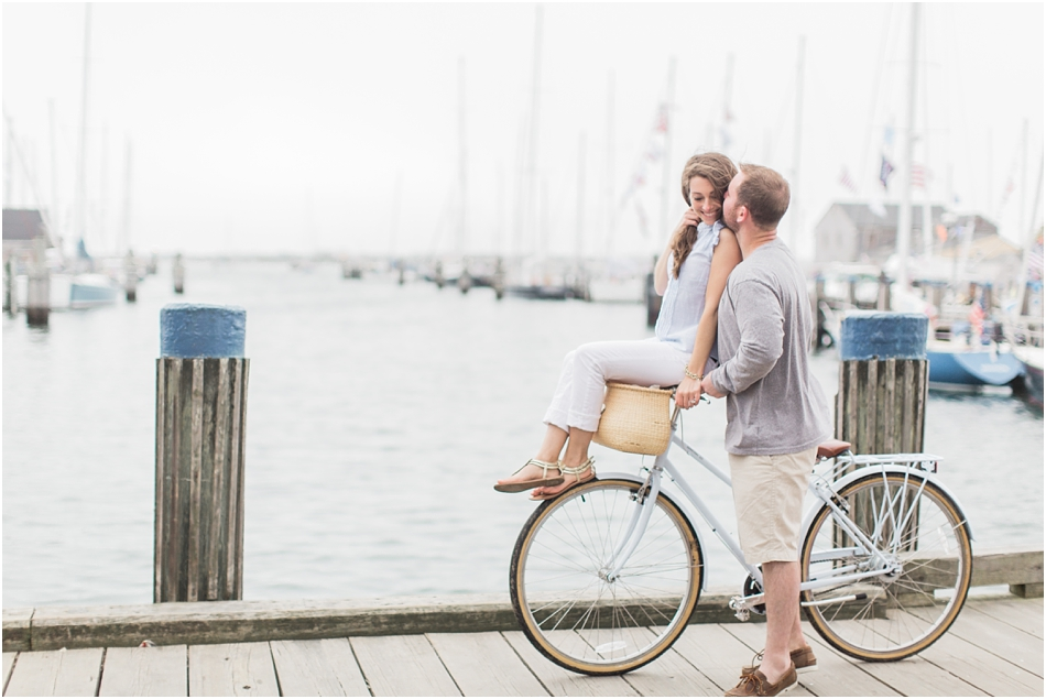 nantucket_engagement_session_downtown_bike_basket_breezer_downtown_8_boston_massachusetts_cape_cod_new_england_wedding_photographer_Meredith_Jane_Photography_photo_1440.jpg
