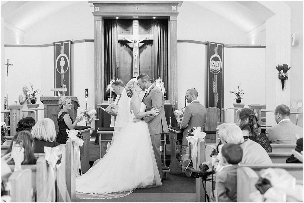 samantha_anthony_sam_old_scituate_light_barker_tavern_south_shore_cape_cod_boston_wedding_photographer_meredith_jane_photography_photo_0284.jpg