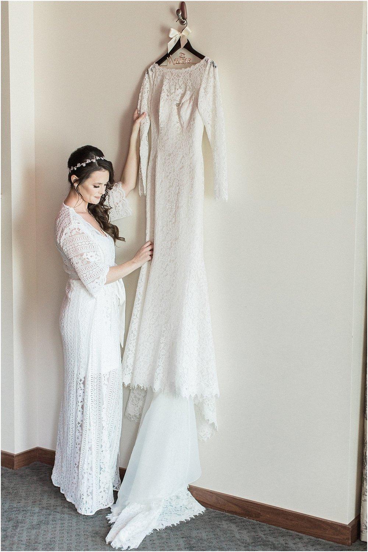 christina_frank_the_pavilion_at_pine_hills_fall_wine_cape_cod_boston_wedding_photographer_meredith_jane_photography_photo_1223.jpg