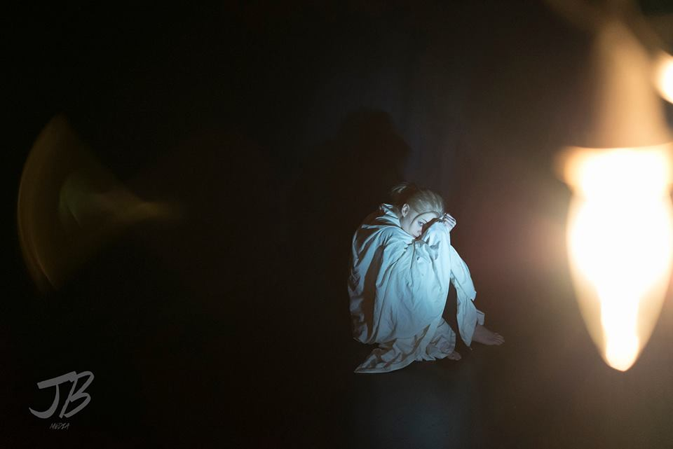 Lauren2-JordanBzdel:Lauren May inHypneurosis(It's Not a Box Theatre, 2015).Photo byJordan Bzdel.