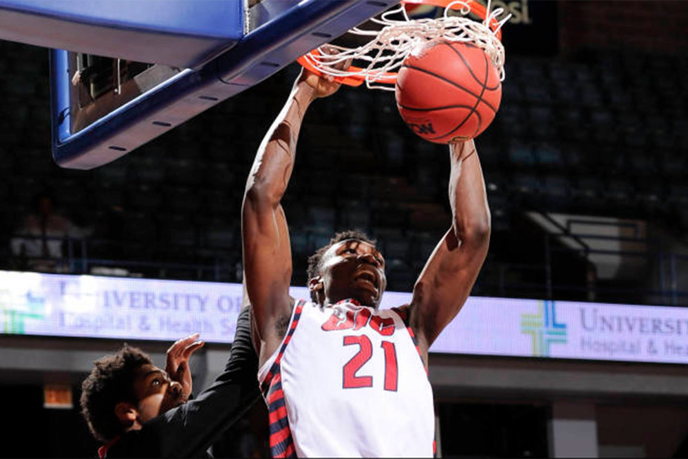 UIC's Tai Odiase lead the way with 20 points, 12 rebounds, and 6 blocks.