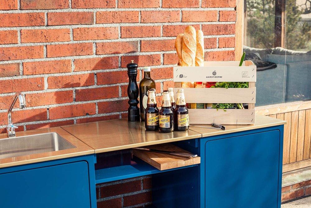 chripribbit-outdoor-kitchen-detail-blue-veg.jpg