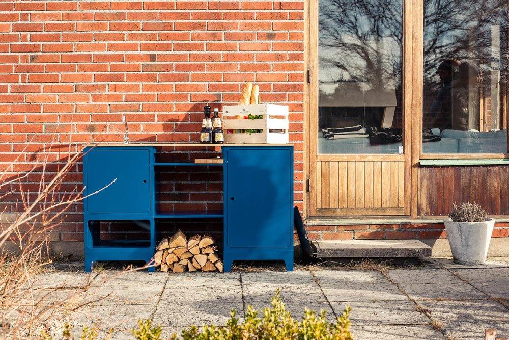 chripribbit-outdoor-kitchen-blue-skondal.jpg