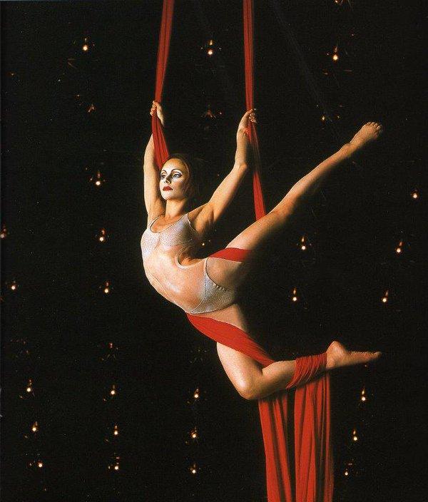 Silk underholdning fra Isabelle Chasse i Cirque de Soleil 1998