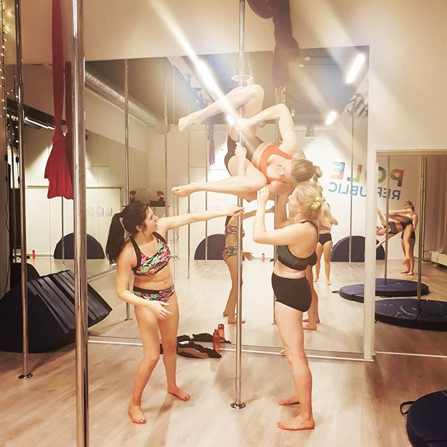 In Pole Republic we help each other 😍