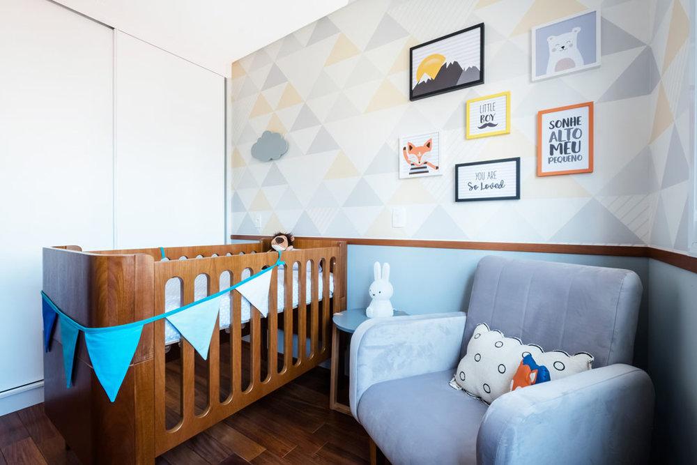 macroarq_arquitetura_interiores_projeto_reforma_apartamento_sao_paulo_quarto_de_bebe_decoração_infantil_papel_de_parede_piso_de_madeira_espelho_infantil_berco_rod (1).jpg