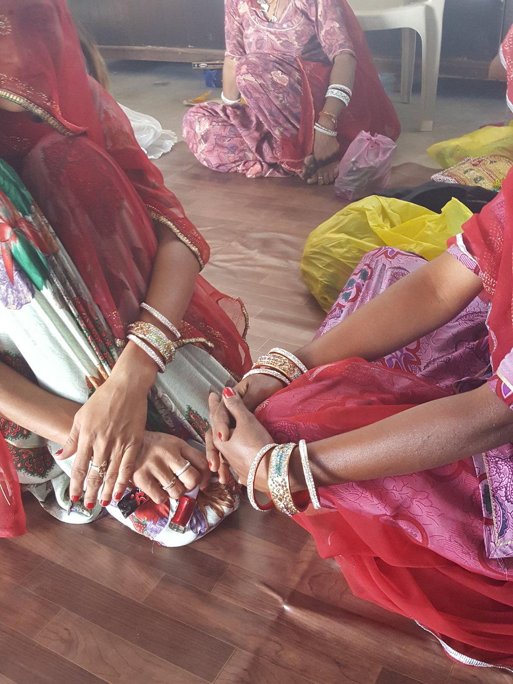 Teller Saheli women hands