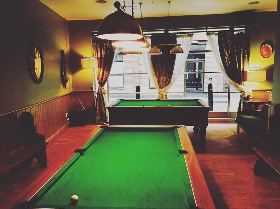 pool room NEW vip.jpg