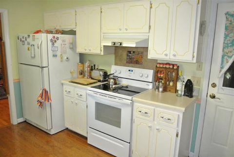 Galley Kitchen Fun  |  Dream Kitchen Builders
