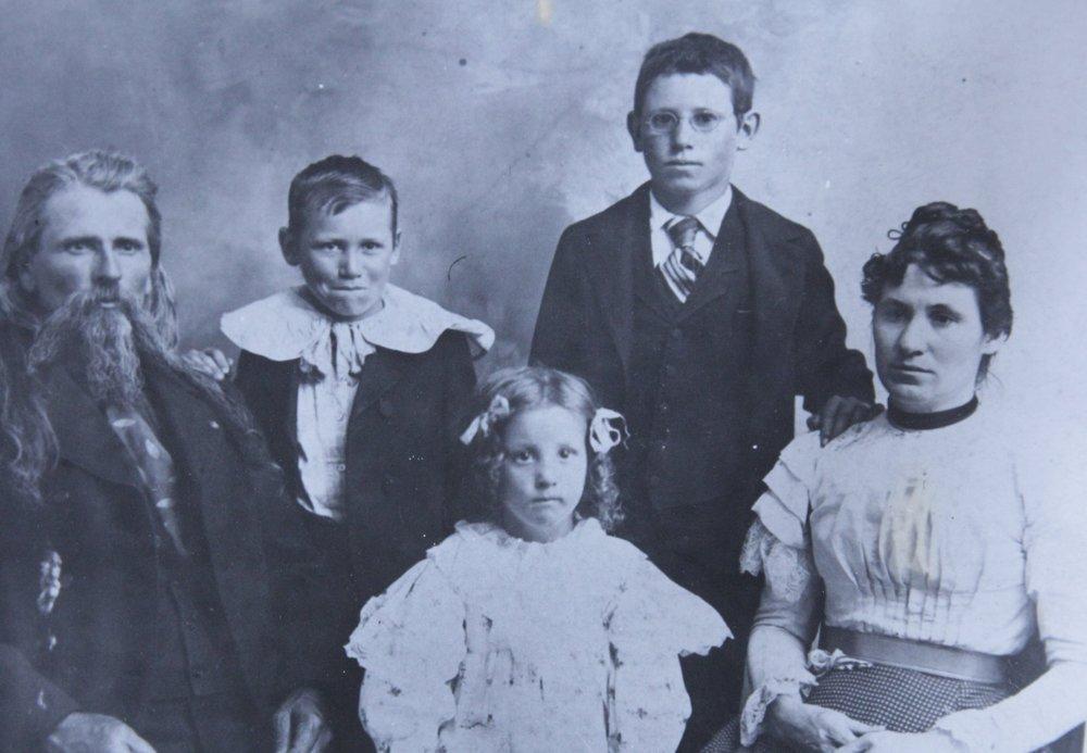 Doc Middleton & family, 1899. L-R: Doc, Joseph, Ruth, David, Rene