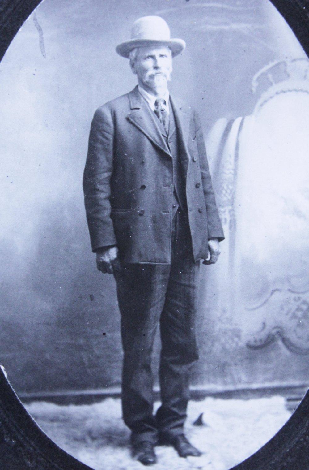 Doc Middleton, 1909 in Crawford, NE