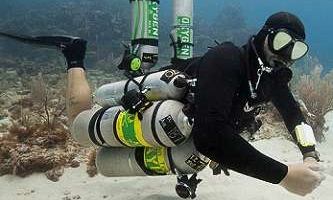 a trimix PADI / TDI sidemount technical diver performing a hover on the sandpatch at 400 feet while wearing the Xdeep sidemount harness and has 8 scuba tanks attached to him.