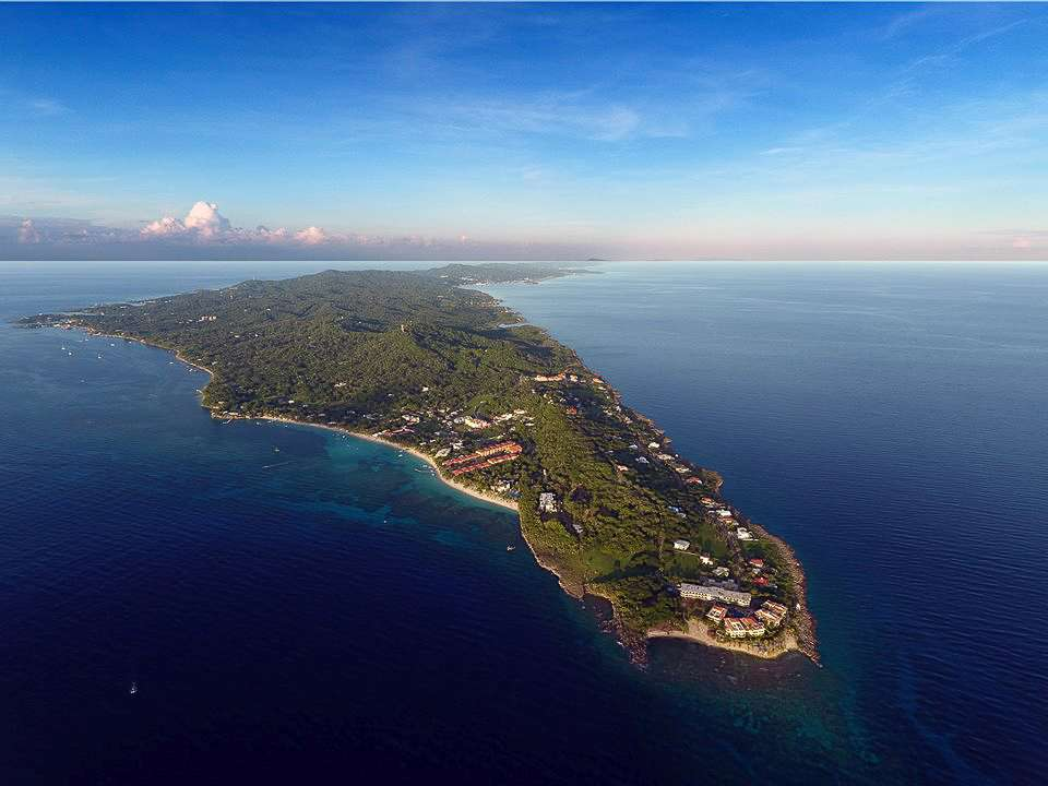 picture of west fbay, roatan honduras taken with a DJI phontom 4 drone with coconut tree divers.