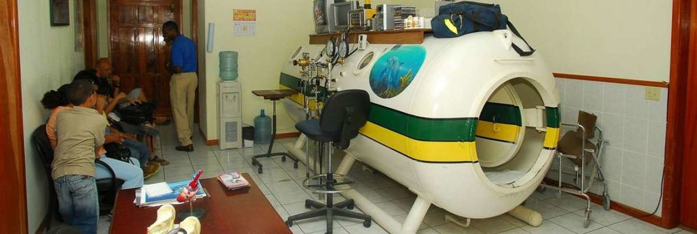 hyperbaric chamber on roatan, honduras