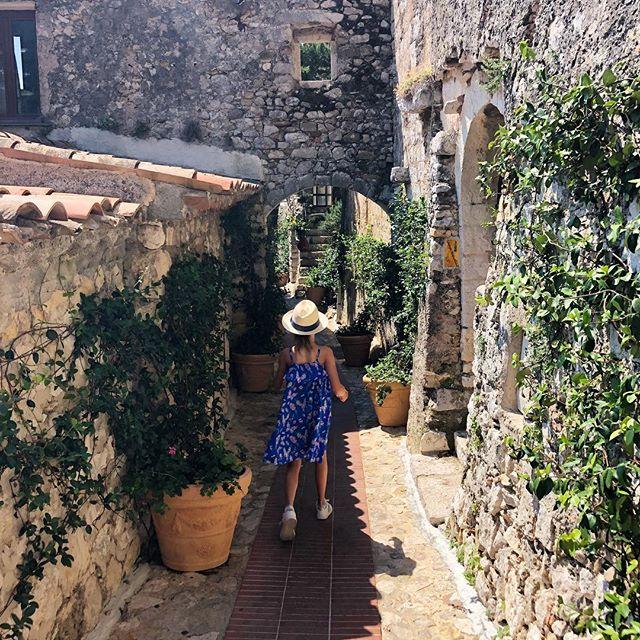 Adventure Girl . . . #pixel_kids #subjectlight #let_there_be_delight #finding_wonder #flashesofdelight #clickinmoms #inbeautyandchaos #beyondthewanderlust #ezevillage #cotedazur #huffposttravel #pursuepretty #thehonestlens #thesincerestoryteller #hellostoryteller #lobk_vacation #wanderlust #traveldeeper #travelfrance #iamatraveller #magicofchildhood #childhoodunplugged #kidswhoexplore #childofig #letthekids #letsgetlost #hashtagauthentic #prettylittlefrance #littlestoriesofmylife #momentsofmine