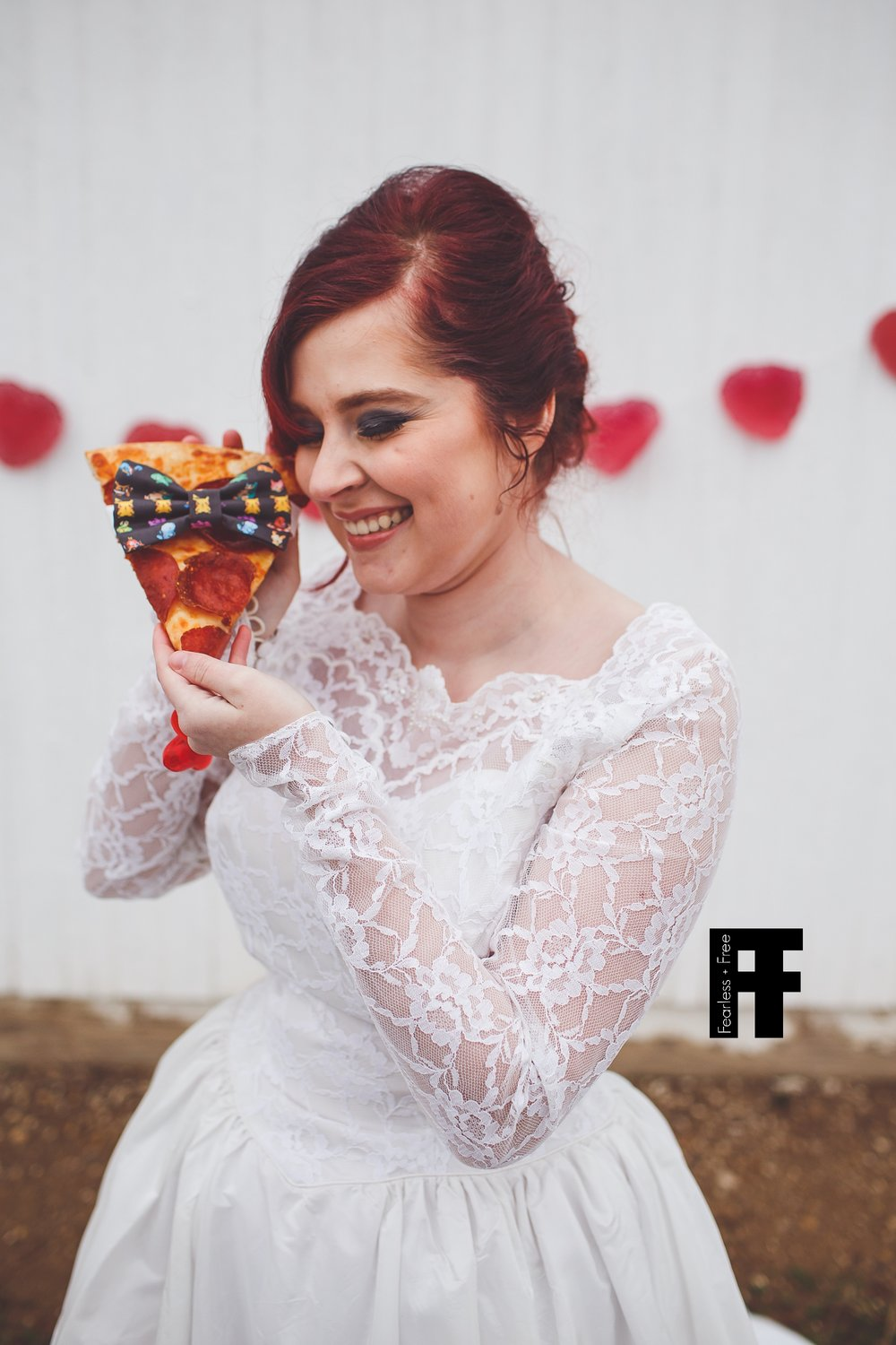 fearlessfreeseniors-columbus-ohio-senior-photographer-pizza-bride-girl-marries-pizza-wearing-bowtie