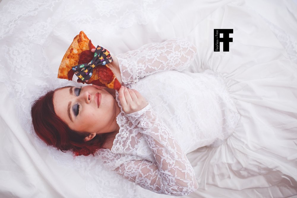 fearlessfreeseniors-columbus-ohio-senior-photographer-girl-marries-pizza-laying-with-pizza-wearing-pokemon-bow-tie
