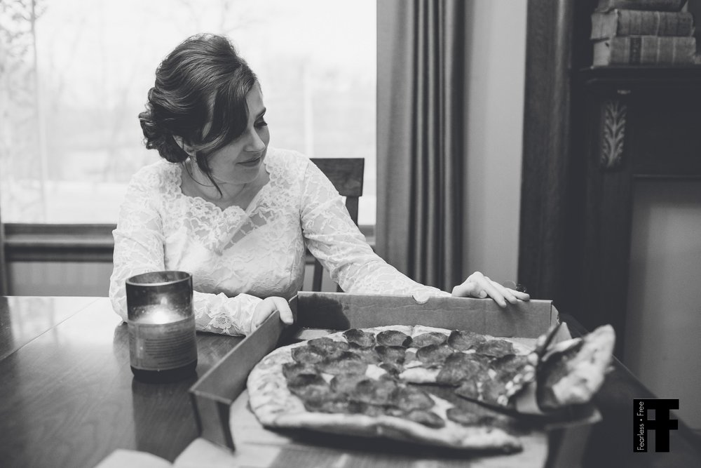 fearlessfreeseniors-columbus-ohio-senior-photographer-black-and-white-pizza-bride-sits-down-to-have-dinner