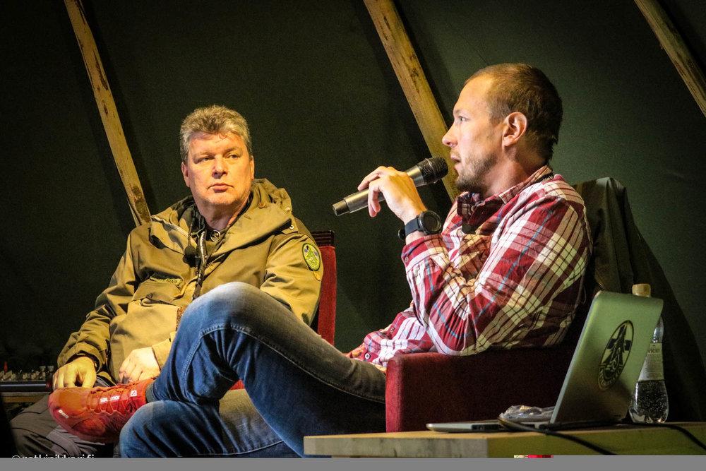 Joppe haastattelee Mikko Peltsi Peltolaa Erämessuilla 2016. Peltsi on Jopen jututettavana kolmena päivänä tulevillakin messuilla.