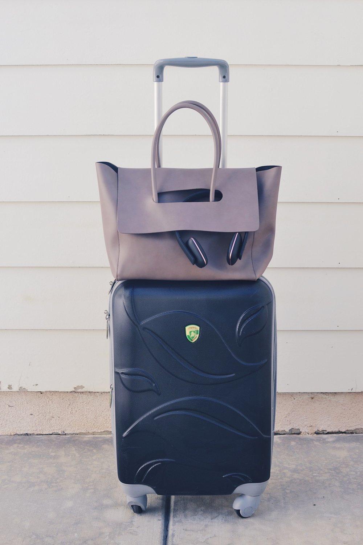 Genuine People medium flap leather handbag