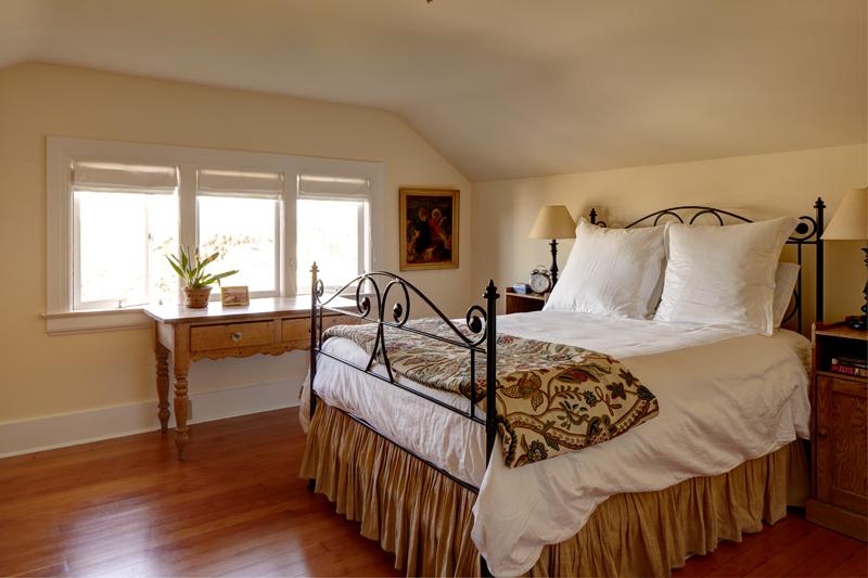 seattle-remodel-queen-anne-guest-bedroom-LR.jpg
