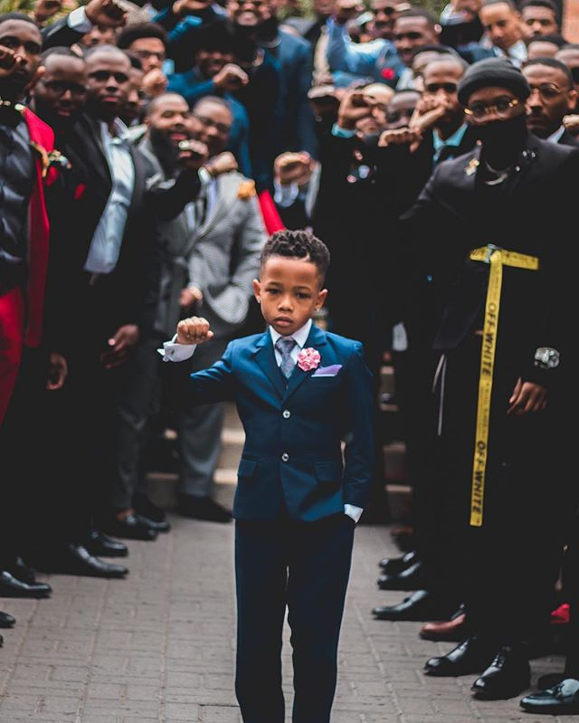 Thanks to those who have helped make this photo go #viral. -- Special #shoutout to @diddy @common @traceeellisross @blackwall.st @theshaderoom and others. -- #DallasFlashMob Representation Matters!  We get together so young brothers like @heisharper can see solidarity, community and inspiration.  This is just the beginning! ✊🏾 — Movement vision by @BlackMenswear 🤯 — 📸 Shoot captured by @SantosParisPhotography @Suit_TiePhotography @Deee_Porter @Daylon.Johnson @DNites_ @_._Kingofthefall_._ @StephThePhotog3 @gbaam_photography . . . #blackmenswear #menwithclass #menswear #outfitoftheday #fashionblogger #menfashion #mensfashionpost #suits #suit #ootd #lifestyle #photooftheday #gentleman #men #dapper #dallas #photography #mensfashion #mensstyle #menwithstyle #fashion #menstyle #instafashion #bespoke #instadallas #dallas #dallastx