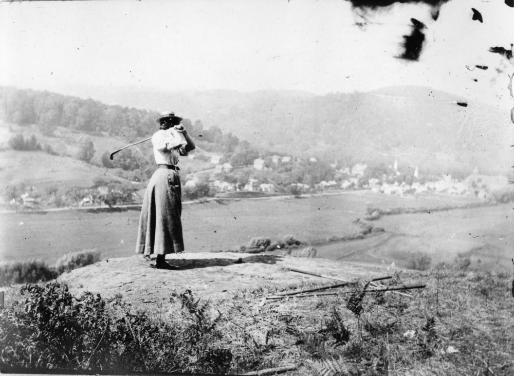 0644 Mary Billings Golfing c.1900.jpg
