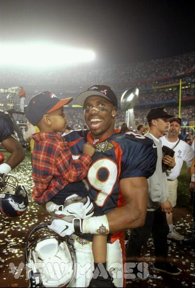 Ray Crockett celebrates Super Bowl XXXII championship win for the Denver Broncos in 1999. Image borrowed from broncotalk.net