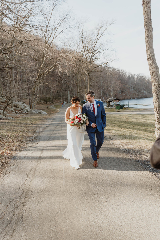 bear-mountain-inn-rustic-wedding-photographer-25.jpg