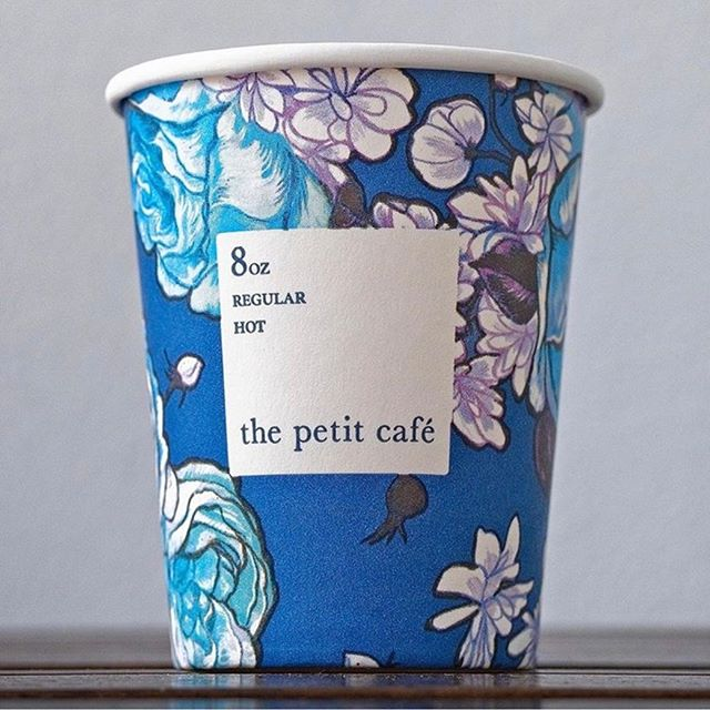 Floral patterns like (no) other- thank you @des_coffee / The petit café (so french!) in Hong Kong.
