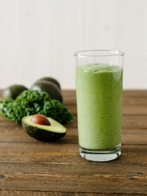 Kale Avocado Smoothie - Using Core Essentials™ 1.0 VanillaTotal = 660 kcals/32 g protein • 325 mL of Core Essentials 1.0 - Vanilla (325 kcals/18 g protein) • 1 tsp vanilla extract  • 1 cup chopped fresh kale  • 1/3 cup frozen pineapple chunks • ½ ripe pureed avocado  • ½ cup sliced green appleUsing Core Essentials™ Peptide 1.5Total = 835 kcals/38 g protein • 325 mL Core Essentials 1.5 Peptide - Plain (500 kcals/24 g protein) • 1 tsp vanilla extract  • 1 cup chopped fresh kale  • 1/3 cup frozen pineapple chunks • ½ cup ripe pureed avocado  • ½ cup sliced green apple