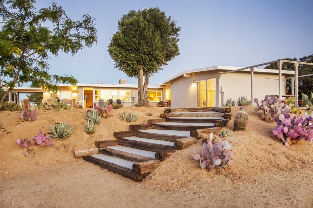 We're taking over the trendiest & coziest retreat center in the high desert, @CactusMoonRetreat