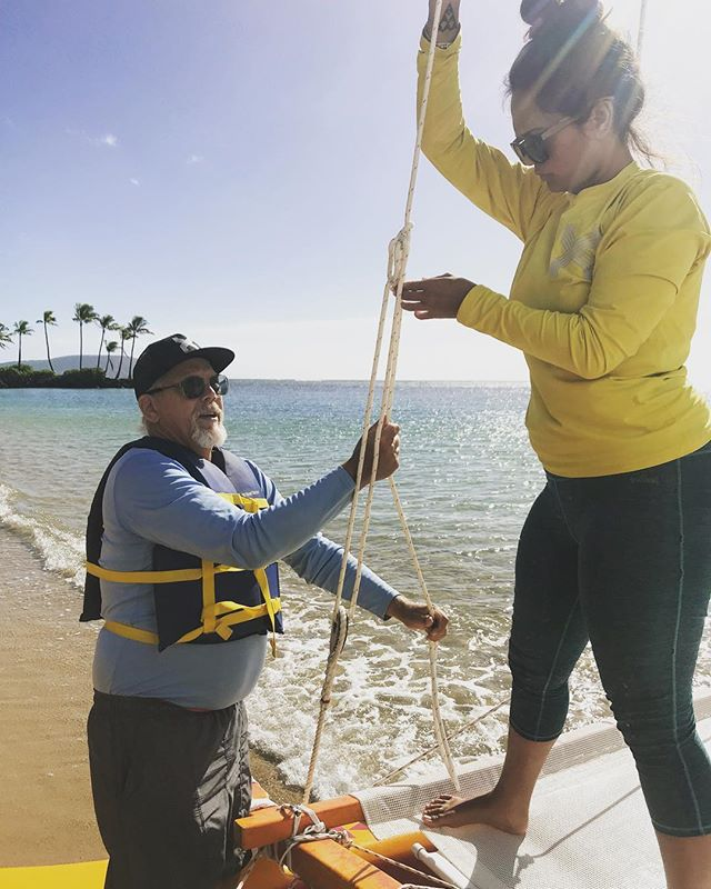 So fortunate to have Kapena Kiko from Ka'u come down for a sail with us on Uluwehi. Uncle Kiko has built and sailed his own Hawaiian Sailing Canoes since he was 14 and had so much knowledge to share with our crew, in this photo he is teaching us a new knot to use to secure our rigging. #makahanakaike #lethawaiihappen #holokinohawaii