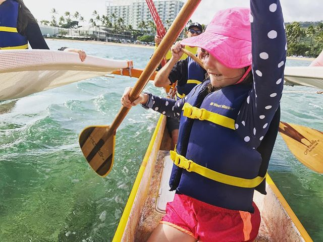 "Ma ka hana ka 'Ike ""the learning is in the doing"" 💪🏽- We always encourage our guests to join in and become part of our crew at any age. To check out this weeks sail schedule visit the link in our bio to book your adventure today"