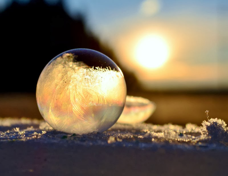 close-ups-of-frozen-soap-bubbles-angela-kelly-macro-11.jpg