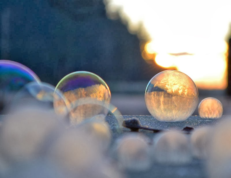 close-ups-of-frozen-soap-bubbles-angela-kelly-macro-15.jpg