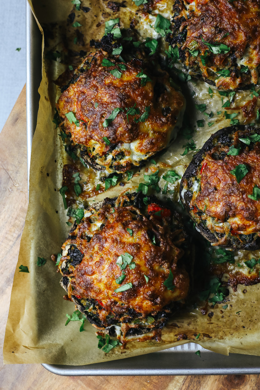 Paleo Stuffed Portabella Mushrooms Recipe via Worthy Pause