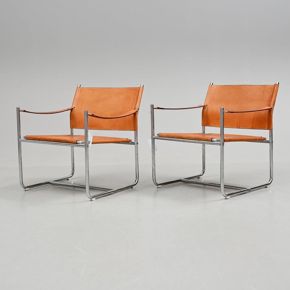 La paire de fauteuils « Amiral » a été adjugée 1 600 euros le 13 mai 2015 par la maison de vente Bukowskis.