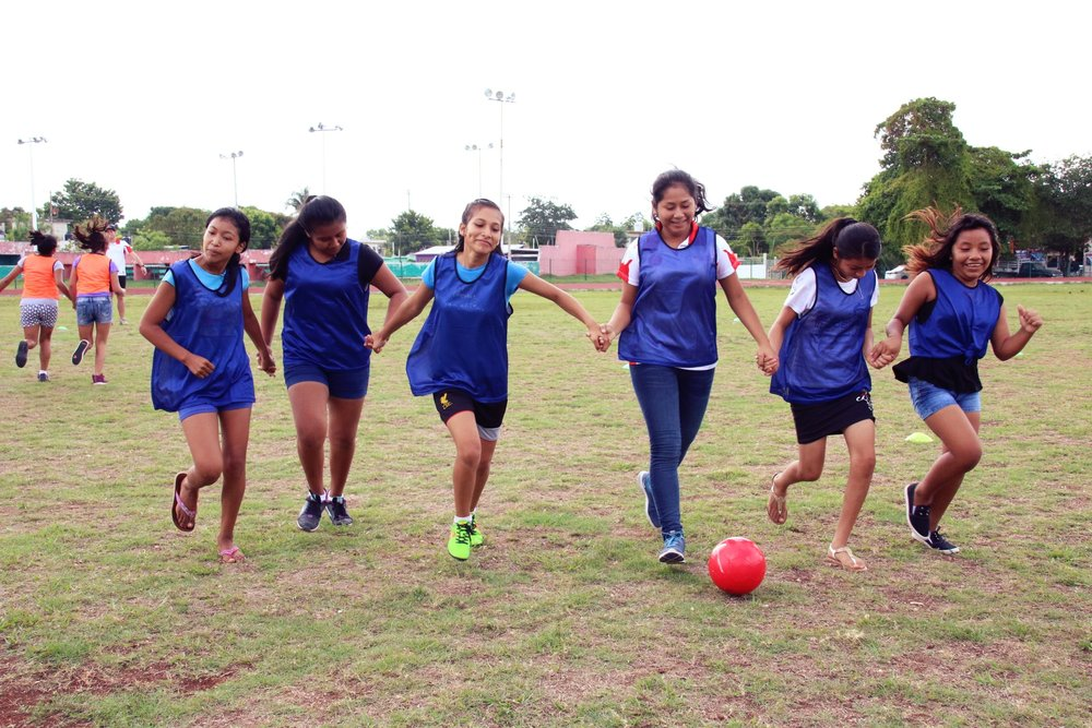 Chicas Unidas crea amistades duraderas y valiosas habilidades de trabajo en equipo.