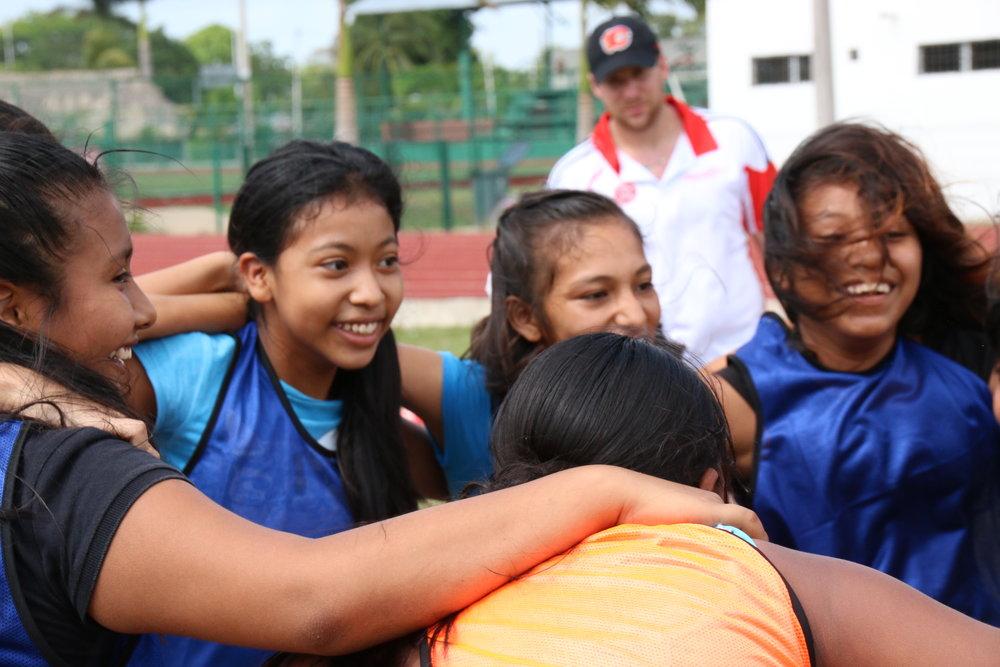 Al darle a las chicas la oportunidad de jugar, también les damos la oportunidad de tener éxito.