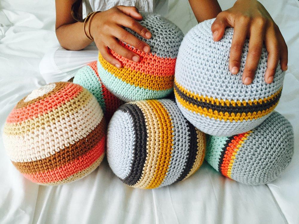 large_crochet_ball3.JPG