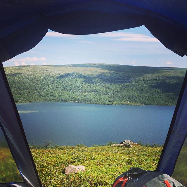 Vores morgenudsigt ligner noget fra Tumblr #grövelsjön #ingenkæremor #beargrills