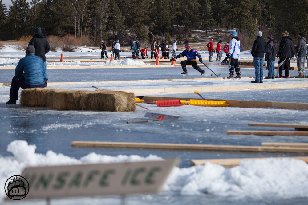 USA. Red Feather, Colorado. February 4, 2018. Ponds at Fox Acres Golf Course (8,300 ft above sea level) open up in early February at the 12th annual Fort Collins Pond Hockey League Tournament. Unusually warm days have resulted in schedule alterations and shortened game times over the last few years.